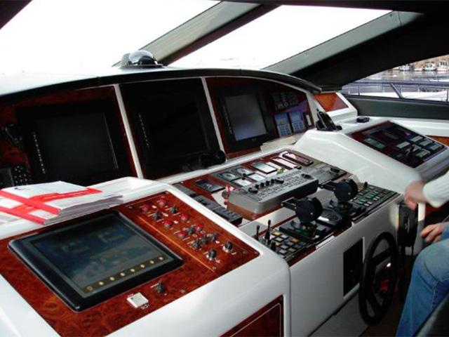 Yachts - TissoT Real Estate : Overmarine Mangusta-108 pièces
