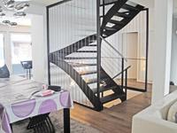 Peseux -             Haus 8 Zimmer
