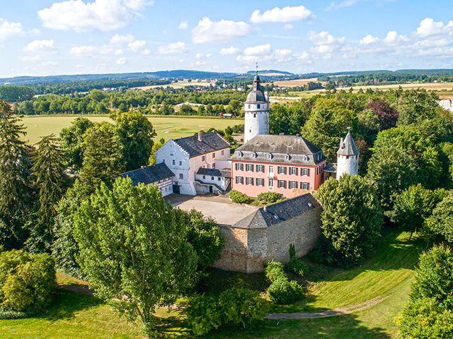 Mechernich - Château X Zimmer - Lux-Homes Schlösser Ländereien Immobilien Prestige Charme Luxus TissoT