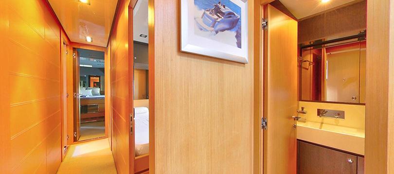 Buy Domino 86 - Riva Yacht
