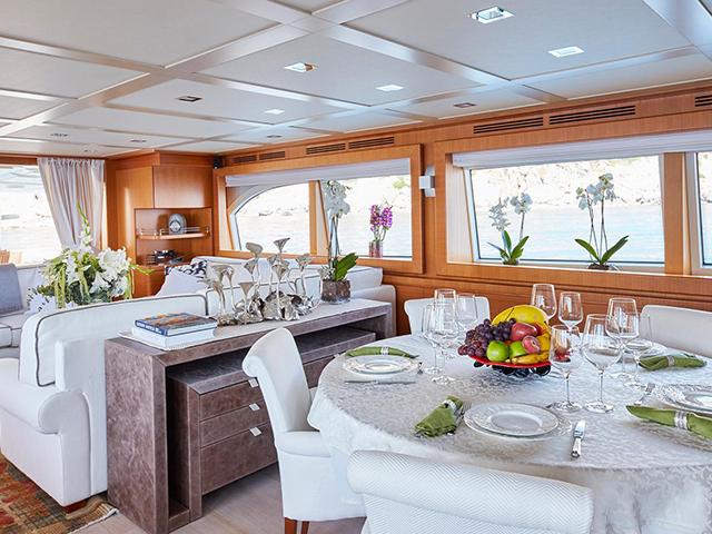 Yacht Ferretti Custom TissoT Immobilien
